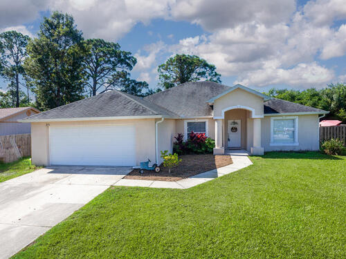 371 Abalone Road NW, Palm Bay, FL 32907
